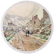 Road In Vetheuil In Winter Round Beach Towel