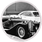 Roadster In Black And White Round Beach Towel