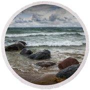 Rocks And Waves At Wilderness Park In Sturgeon Bay Round Beach Towel