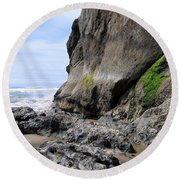 Rocks At Arcadia Beach Round Beach Towel
