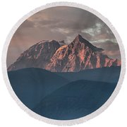 Rolling Hills And Purple Tantalus Peaks Round Beach Towel