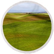Rolling Idaho Farmland Round Beach Towel