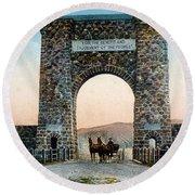 Roosevelt Arch Yellowstone Np Round Beach Towel