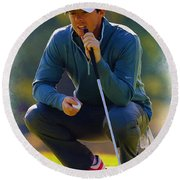 Rory Mcilroy  Lines Up A Birdie Putt  Round Beach Towel