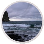 Rough Surf At Split Rock Round Beach Towel