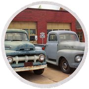 Route 66 Classic Cars Round Beach Towel