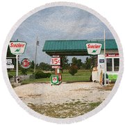 Route 66 Gas Station With Sponge Painting Effect Round Beach Towel