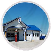 Route 66 Odell Il Gas Station 02 Round Beach Towel