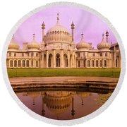 Royal Pavilion In Brighton England Round Beach Towel