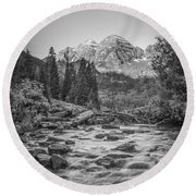 Runoff  Bw Round Beach Towel