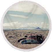 Rusty Car In Plain Round Beach Towel