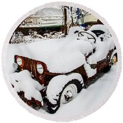 Rusty Jeep In Snow Round Beach Towel