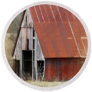 Rusty Ole Barn Round Beach Towel