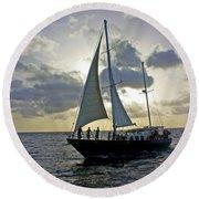 Sailing In Aruba Round Beach Towel