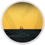 Sailing In Venice Round Beach Towel
