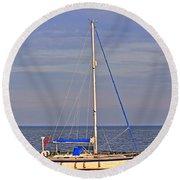 Sailing In Volendam Round Beach Towel
