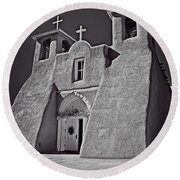 Saint Francis In Black And White Round Beach Towel