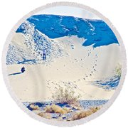 Sand Dune Bordering Salt Creek Trail In Death Valley National Park-california Round Beach Towel