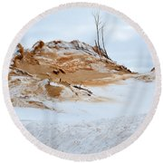 Sand Dune In Winter Round Beach Towel