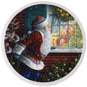 Santa's At The Window Round Beach Towel