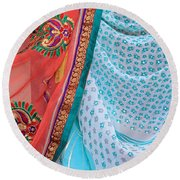 Saree In The Market Round Beach Towel