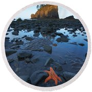 Sea Stacks And Star Fish Round Beach Towel