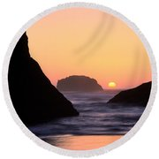 Seagull And Sunset Round Beach Towel