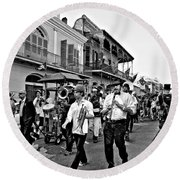 Second Line Parade Bw Round Beach Towel