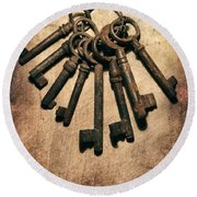 Set Of Old Rusty Keys On The Metal Surface Round Beach Towel