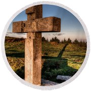 Setting Sun On A Cross By The Trenches Round Beach Towel