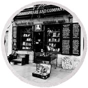 Shakespeare And Company Boookstore In Paris France Round Beach Towel