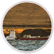 Shaver Tug On The Columbia River Round Beach Towel