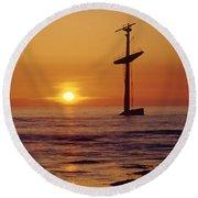 1a4145-a1-e-shipwreck In The Bay Round Beach Towel