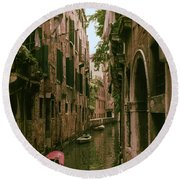 Side Canal Round Beach Towel