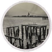 Siglufjordur Old Pier Black And White Round Beach Towel