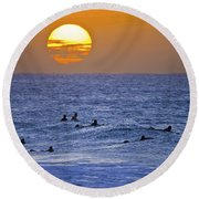 Silhouettes And Gold Round Beach Towel