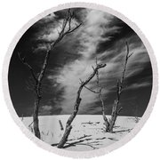 Silver Lake Dune With Dead Trees And Cirrus Clouds In Black And White Round Beach Towel