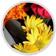 Six Dasies And A Carnation Round Beach Towel