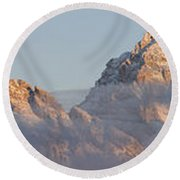 Six Peaks Of The Teton Mountain Range Round Beach Towel