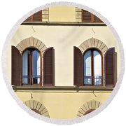 Six Windows Of Florence Round Beach Towel
