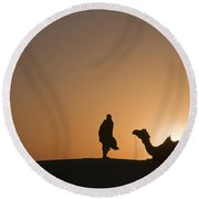 Skn 0911 The Flaring Light Of Sunrise Round Beach Towel