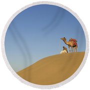 Skn 0959 Viewing At The Horizon Round Beach Towel