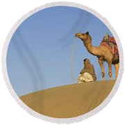 Skn 0960 Having A Distant View Round Beach Towel