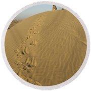Skn 0965 This Way We Climbed Round Beach Towel