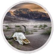 Skull In The Desert Round Beach Towel