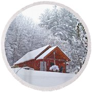 Small Cabin In The Snow Round Beach Towel