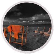 Smoke Break In The Ruins Black And White Round Beach Towel