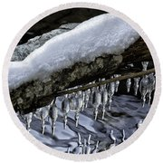 Snow And Icicles Happy Holidays Card Round Beach Towel