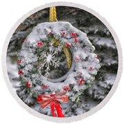 Snow Covered Wreath Round Beach Towel