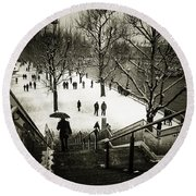 Snow In London Round Beach Towel